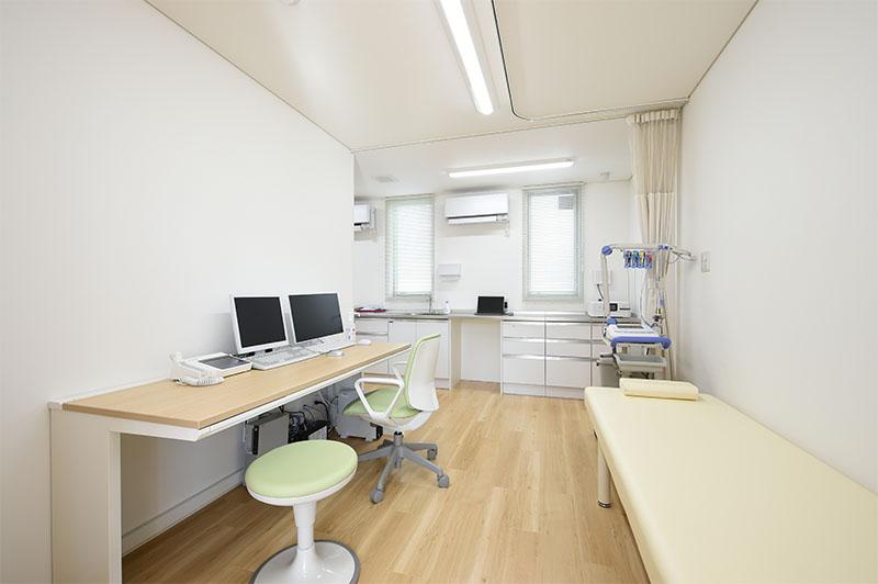 診察室2 / 生理検査室
